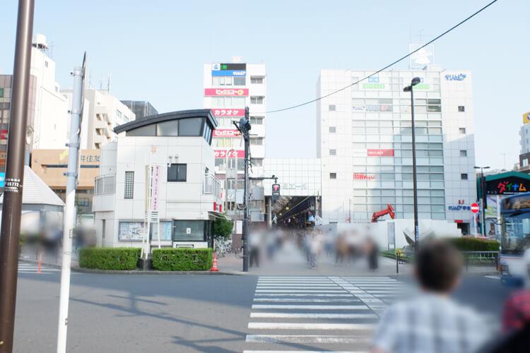 新小岩駅南口を出る