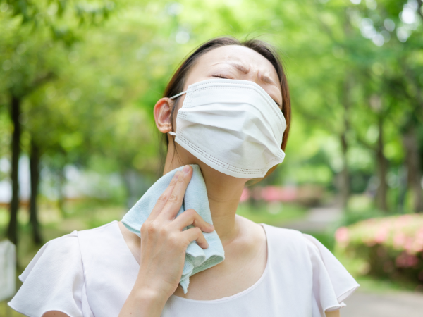 マスクは熱中症のリスクが高まります